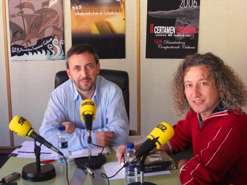 """Manuel Trigo entrevistado por José Manuel Contreras en el programa """"El rincón literario"""", de la Cadena SER Madrid Sur."""