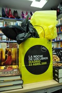 """""""La esfera negra"""" junto a """"Cisma"""", la novela del otro autor invitado, Jesús Bastante Liébana."""