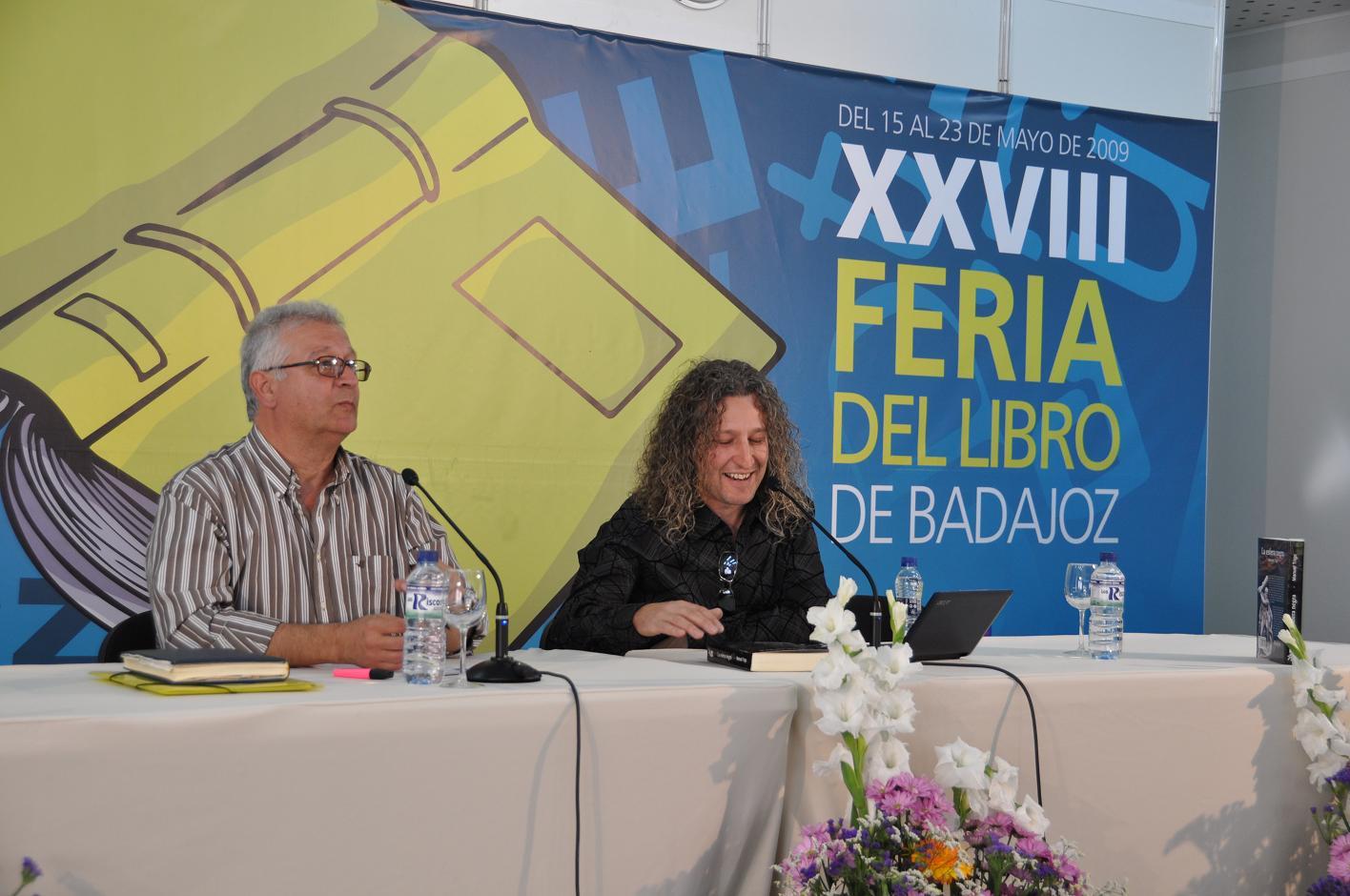 Presentación de la novela La esfera ngera en la Feria del Libro de Badajoz de 2009