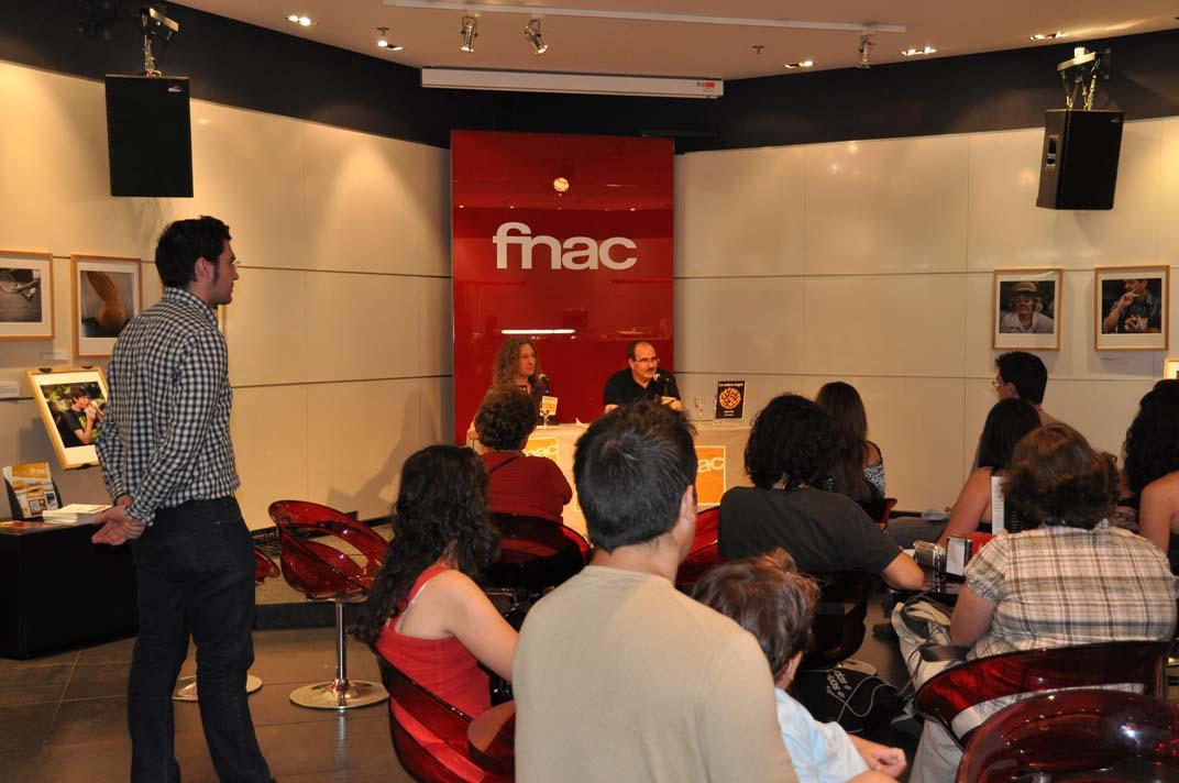 """Manuel Trigo presentando su novela """"La esfera negra"""" en FNAC."""